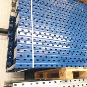 Nimar staander, 540cm hoog, 100cm diep blauw