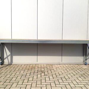 Werkbank 100cm hoog, 340cm breed, 80cm diep met 1 laag en wielen á 250kg per wiel
