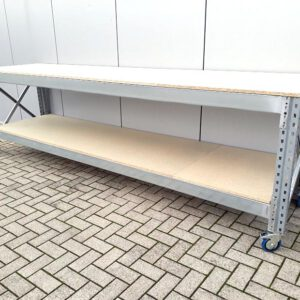 Werkbank 200cm hoog, 380cm breed, 80cm diep met 4 lagen en wielen á 250kg per wiel
